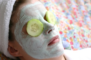 woman-with-cucumbers-on-eyes